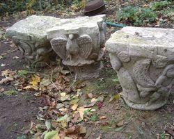Neoromanische Säulenkapitelle