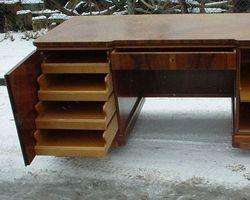 Schreibtisch, Tisch, Nussbaum mit Türen und Schubladen