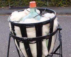 Flasche, Weinflasche, Glasflasche, Eisenschaukel, Glasballon, Ballonflasche, Weingestell, Obstflasche