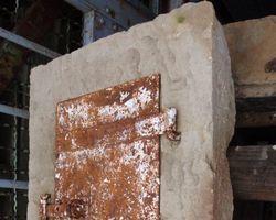 Kamintürchen; Kamintür, Rauchfangtür, Sandsteingewände, Blechtür