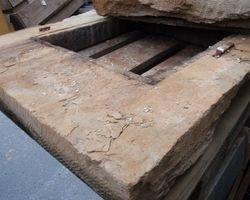 Kamintürchen; Kamintür, Rauchfangtür, Sandsteingewände