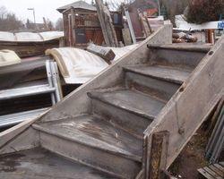 Treppe, rechtsgewändelt