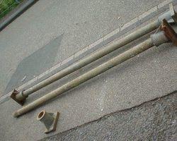 Eisen, Säulen, Eisenständer, Stallstützen, Gusssäulen mit Kapitell und Basis.