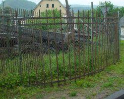 Zaun und Eisen Gitter geschmiedet