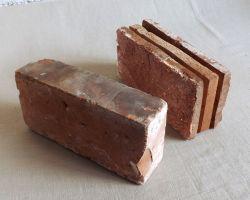 Bodenziegel Bodenplatten Bodenfliesen Weinkeller Antikziegel Backsteine Terracotta Ziegelboden Backstein alte Mauersteine geschnitten Landhaus Industriestyle