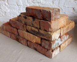 alte Ziegelsteine Klinker Backsteine gebrauchte Mauersteine Antikziegel Verblender historisches Mauerwerk Ruinenmauer Gartensteine Fabrikoptik