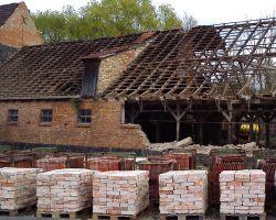 Klinker Mauersteine Verblender Weinkeller Antike Ziegelsteine rustikale Klinker Verblender historisches Mauerwerk klassisch rot