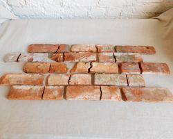Rustikale Mosaik Antikriemchen rote Klinkerriemchen alte Ziegelwand regional nachhaltige Verblender