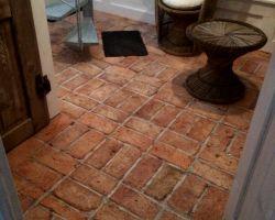 Bodenziegel Bodenplatten Bodenfliesen Weinkeller Antikziegel Backsteine Terracotta Ziegelboden