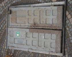 Antikes Portal Haus Eingangs Tor Tür historisch Rahmen 2 flügelig Gründerzeit alte Post