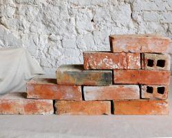 Alte Holziegel Ziegel Steine Klinker antik Backsteine gebraucht Mauersteine original historisches Mauerwerk Weinkeller Ruinen mauer Garten steine Grill Sommer küche Terrasse Landhaus