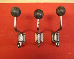 Kleiderharken Eisen mit Holzkugel